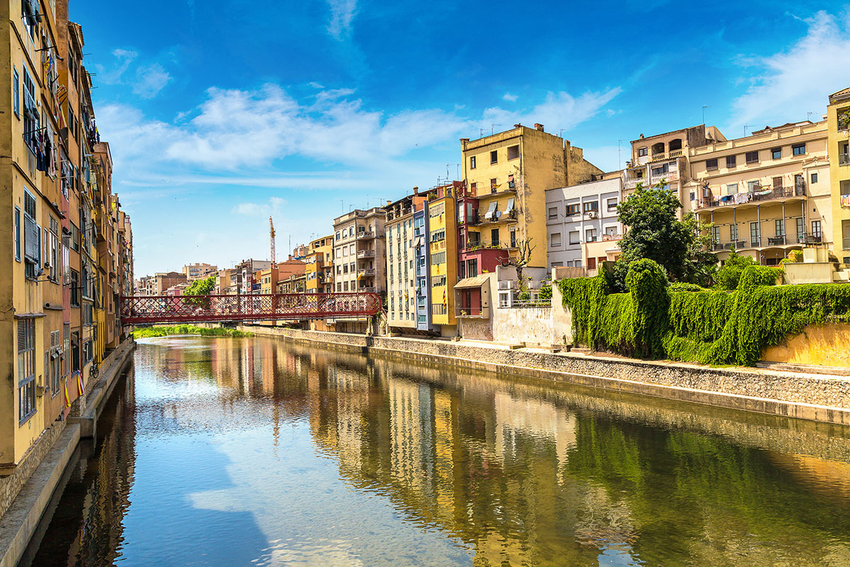 brightly-colored-houses-along-river-girona-barcelona